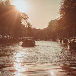 Amsterdam: bij uitstek de stad die je vanaf het water moet verkennen